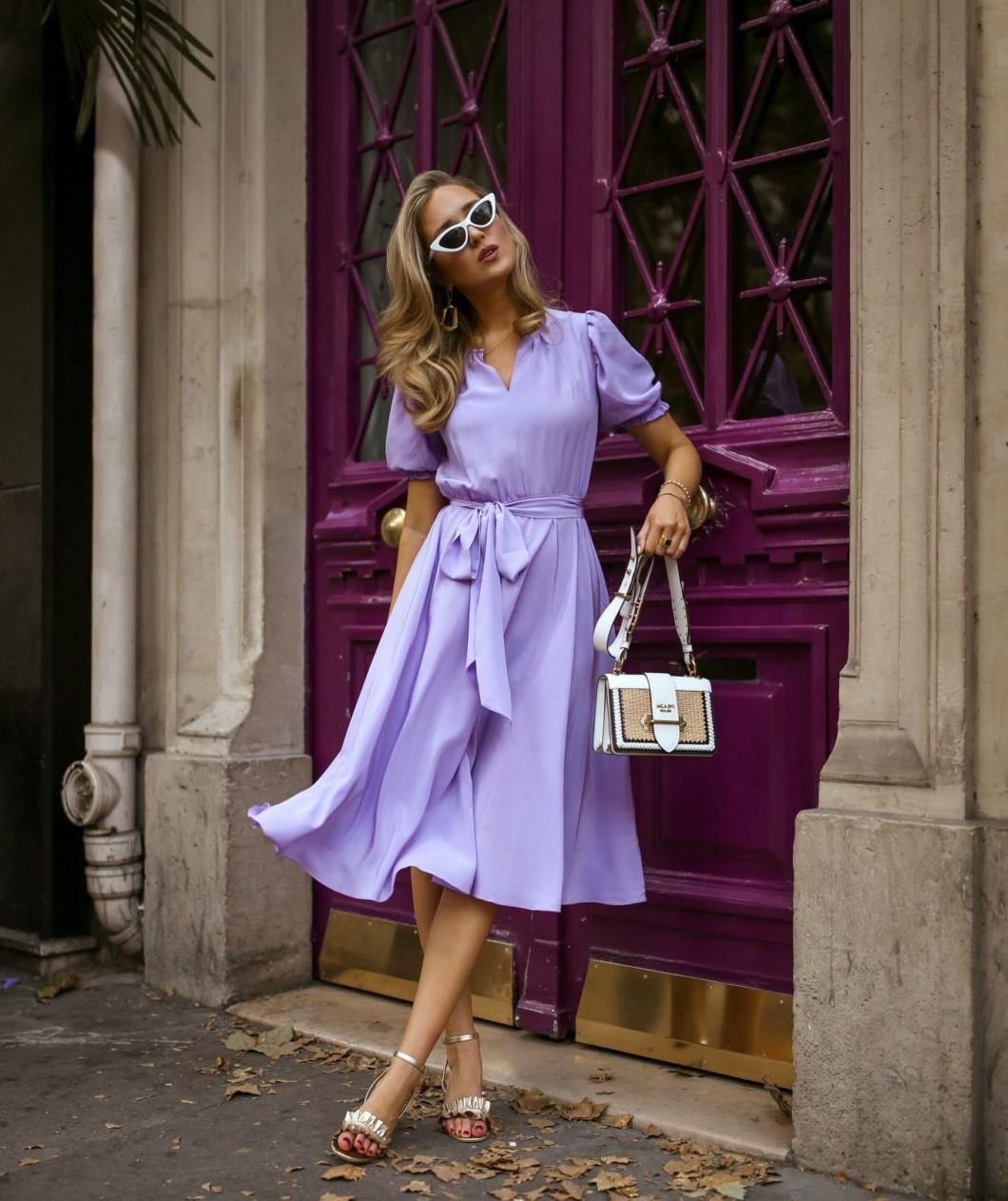 Faites de la couleur lilas le point central de votre look en portant une seule pièce audacieuse.