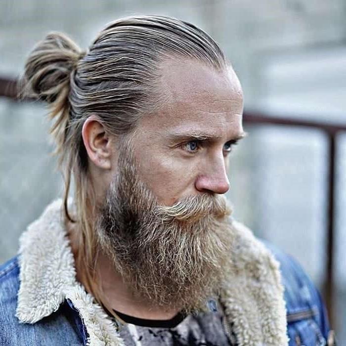 En tant que groupe démographique, les hipsters tentent de se distinguer de la culture dans son ensemble tout en restant dans la culture.