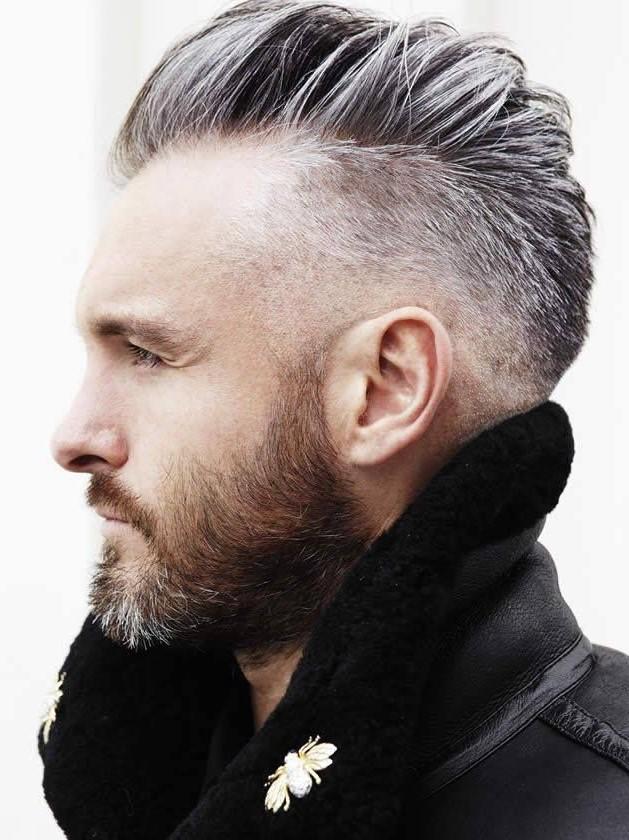 On ajoute une touche d'élégance en utilisant des styles dégradés, des barbes épaisses et des longueurs délirantes.