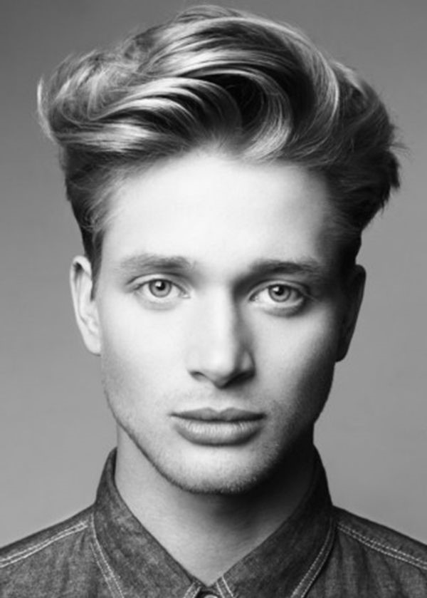Consultez également votre coiffeur pour choisir la meilleure coupe de cheveux qui convient à la forme de votre visage.