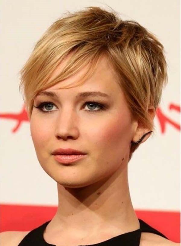 Jennifer Lawrence avec une coupe pixie asymétrique.