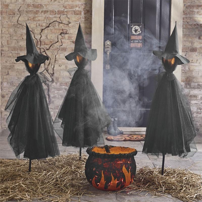 Bientôt, la Toussaint a incorporé certaines des traditions de Samhain.