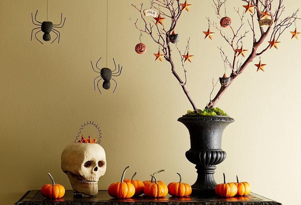 En 1000 après J.-C., l'église ferait du 2 novembre, le jour de toutes les âmes, une journée pour honorer les morts.
