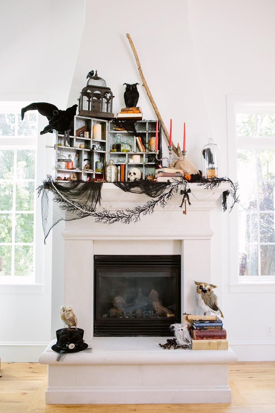 La Journée de toutes les âmes a été célébrée de la même manière que Samhain, avec de grands feux de joie, des défilés et des déguisements en costumes de saints, d'anges et de diables.