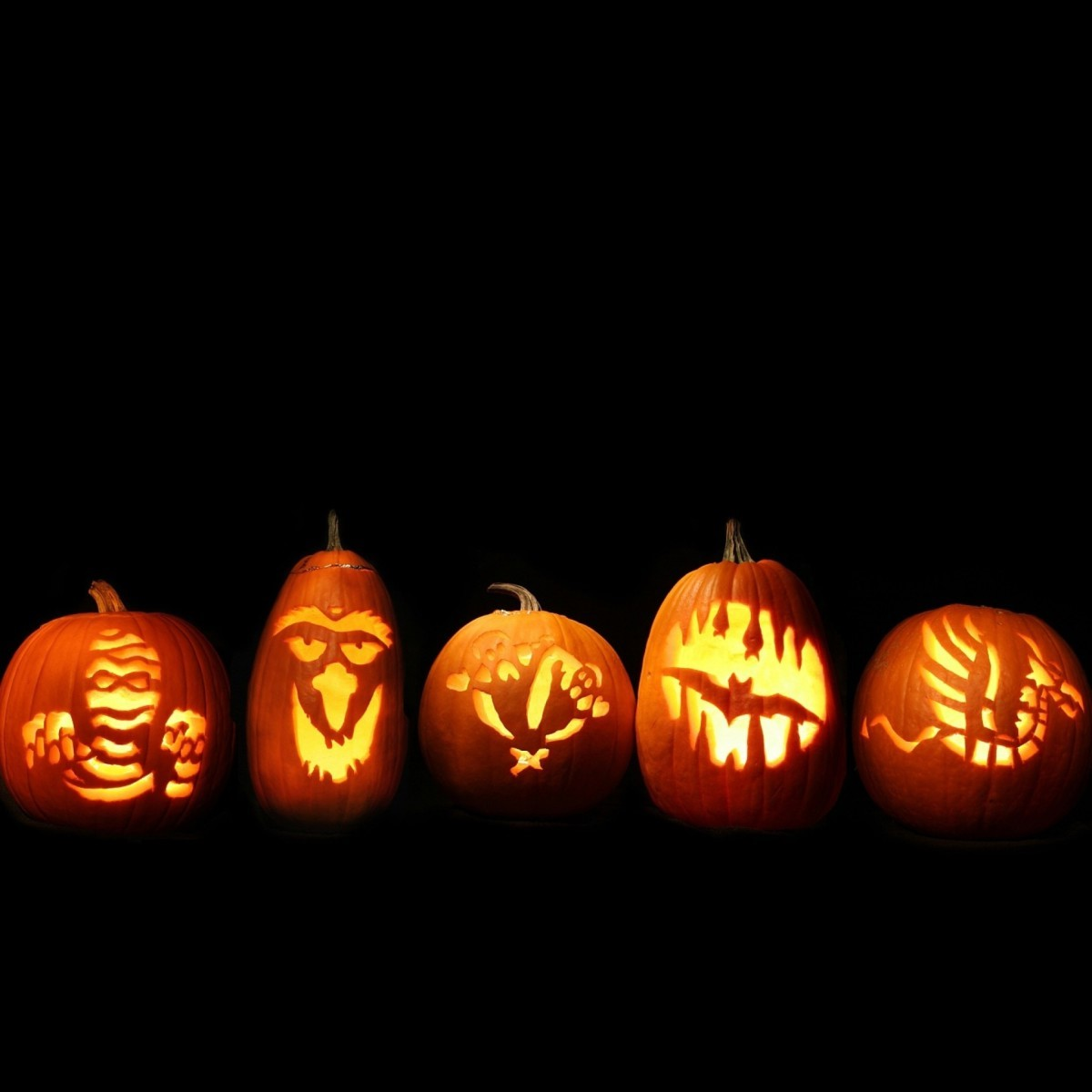 Ainsi, une nouvelle tradition américaine était née et elle a continué à se développer. Aujourd'hui, les Américains dépensent environ 6 milliards de dollars par an pour l'Halloween, ce qui en fait le deuxième jour férié du pays après Noël.