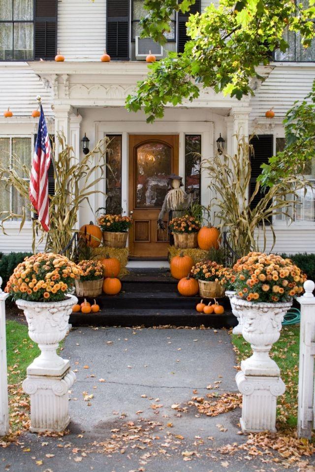 Dans la nuit du 31 octobre, ils fêtèrent Samhain, alors que l'on croyait que les fantômes des morts revenaient sur terre.