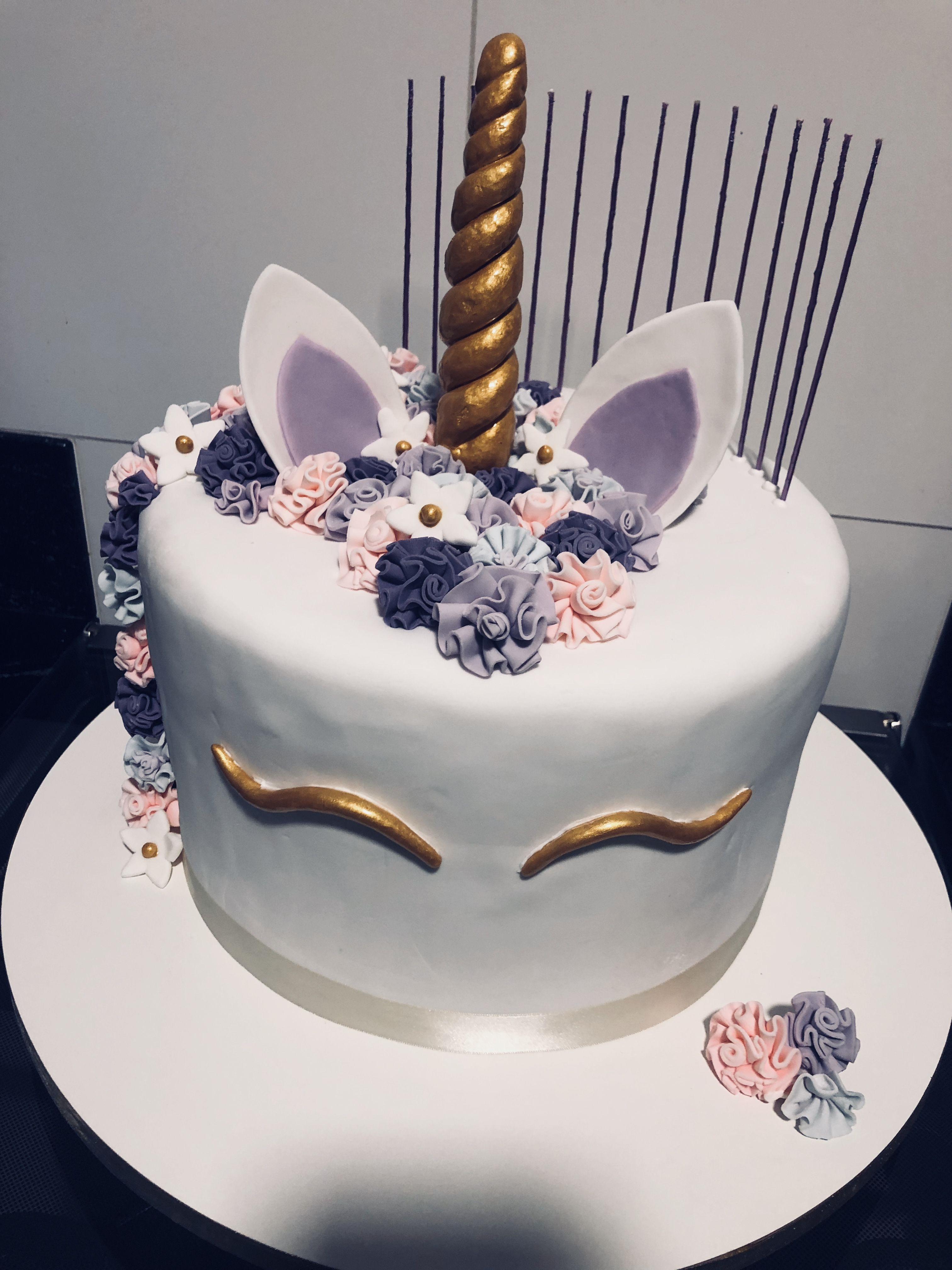 Un gâteau surtout délicieux décoré façon licorne