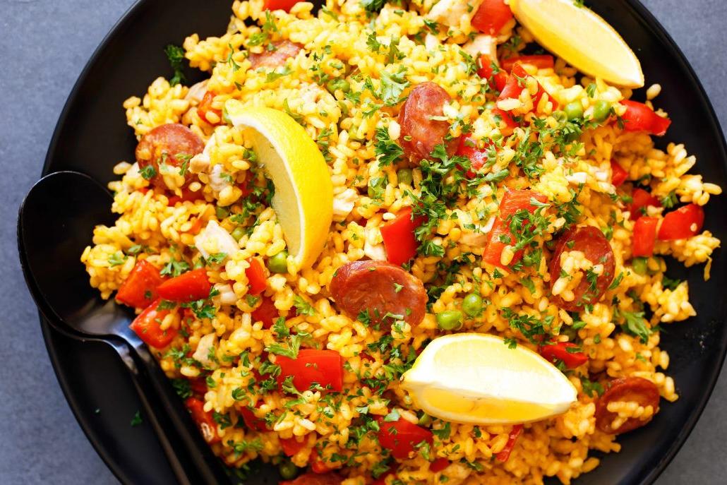 C'est une paella espagnole traditionnelle
