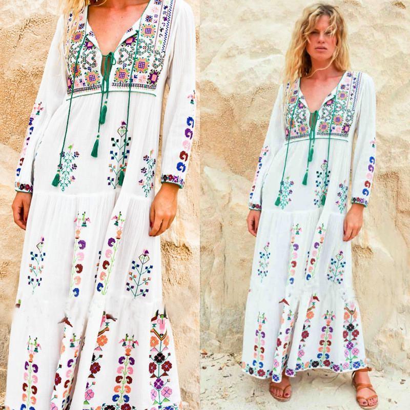 Le moyen le plus simple d'aller boho est d'incorporer des vêtements typiques à votre garde-robe, notamment une robe longue bohème ou des jupes longues.
