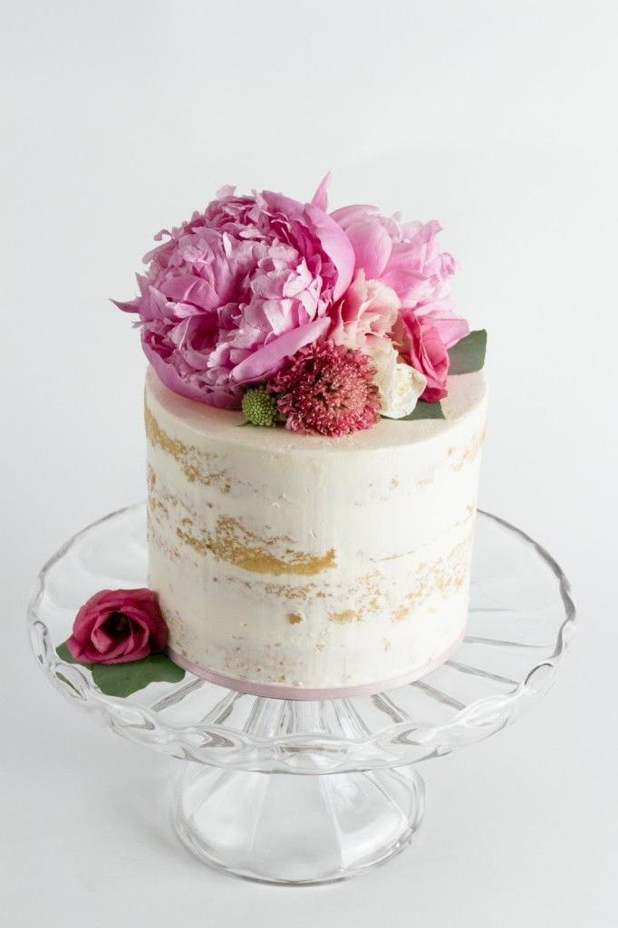 Gâteau nu à plusieurs étages