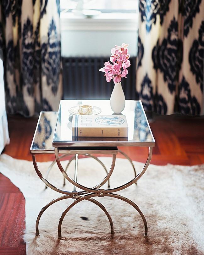 Une table gigogne peut avoir un look fantastique lorsque vous la présentez devant et au centre d'une pièce.