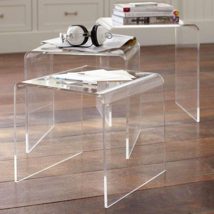 Les tables gigognes peuvent être empilées pour rendre votre pièce plus élégante.