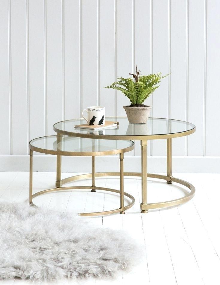 La table gigogne a été conçue pour être mobile et fonctionnelle de manière à pouvoir être disposée dans une infinité de configurations.