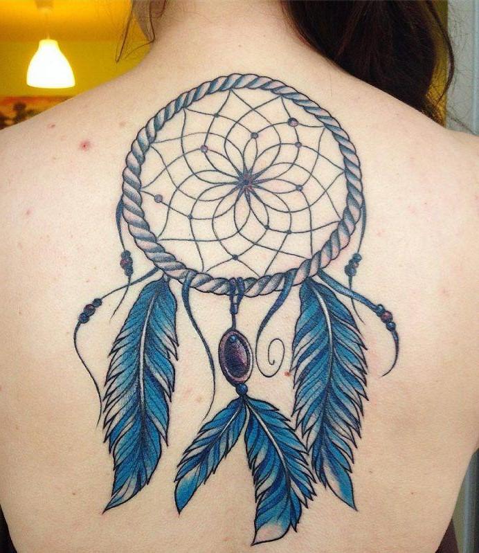 D'autres personnes voient dans ce symbole puissant un protecteur qui empêche les énergies diaboliques d'entrer dans leur vie.