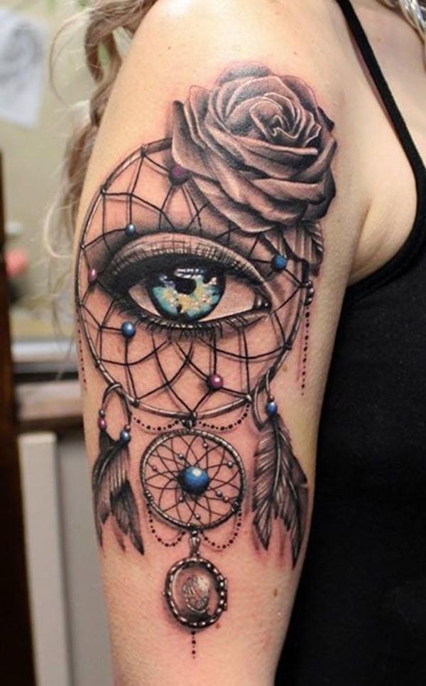 Le capteur de rêves est traditionnellement fabriqué à la main et, souvent, il n'ya pas deux tatouages pareils.
