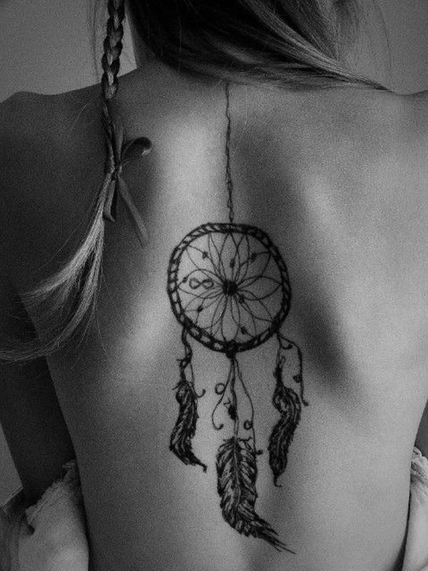 La variété de façons différentes de concevoir l'attrape-rêves dans un tatouage est infinie.