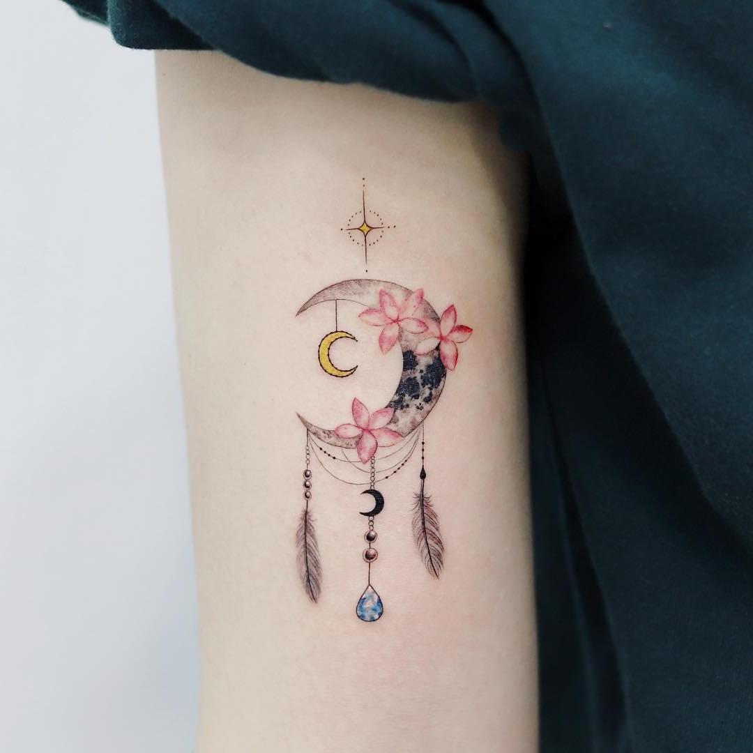 Une fois que vous avez effectué vos recherches et que vous connaissez le sens du tatouage de capteur de rêves que vous souhaitez utiliser, il est temps de choisir un motif.