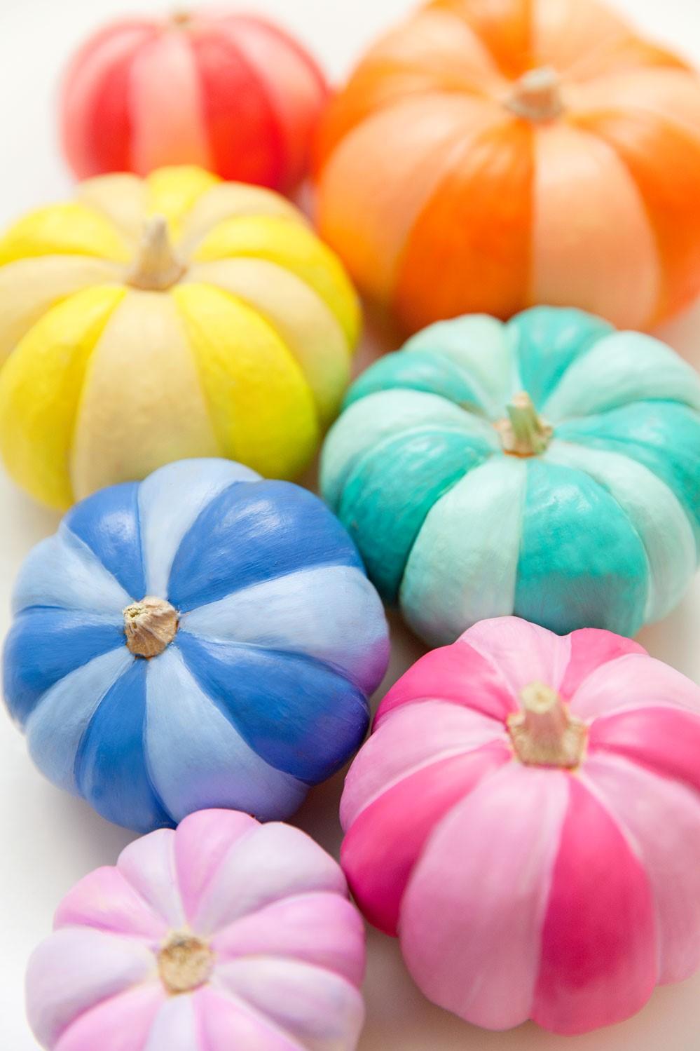 Bricolage d'Halloween pour les enfants de la maternelle: citrouilles ''arc-en-ciel''.