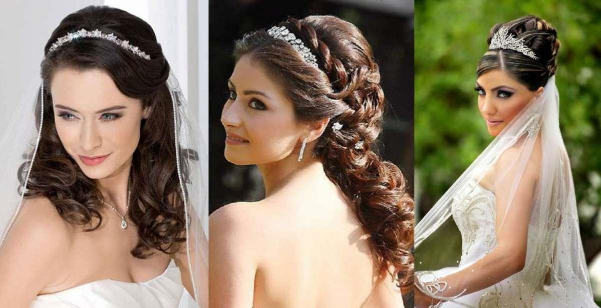 Trois exemples de coiffures de mariage élégantes avec des bijoux de longs cheveux bruns