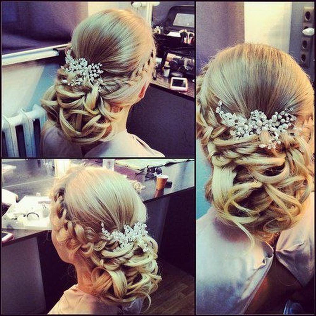 Un coiffure de mariée élégante aux cheveux longs tressés