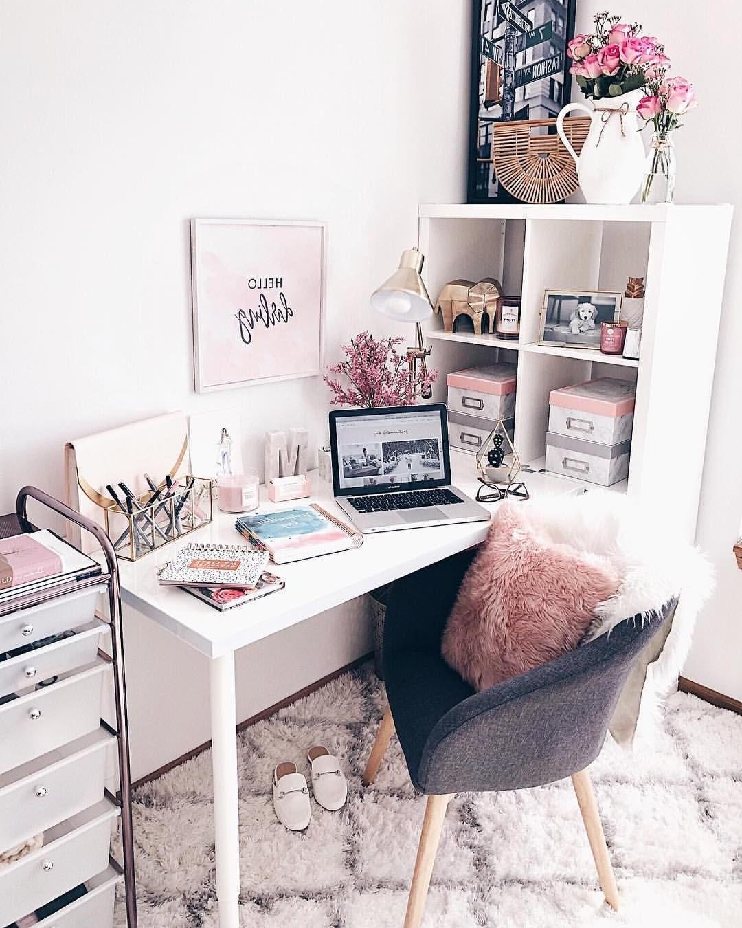 Croyez-le ou non, une façon de travailler de façon productive à domicile est de vous impliquer dans votre liste de tâches à faire dès votre réveil.