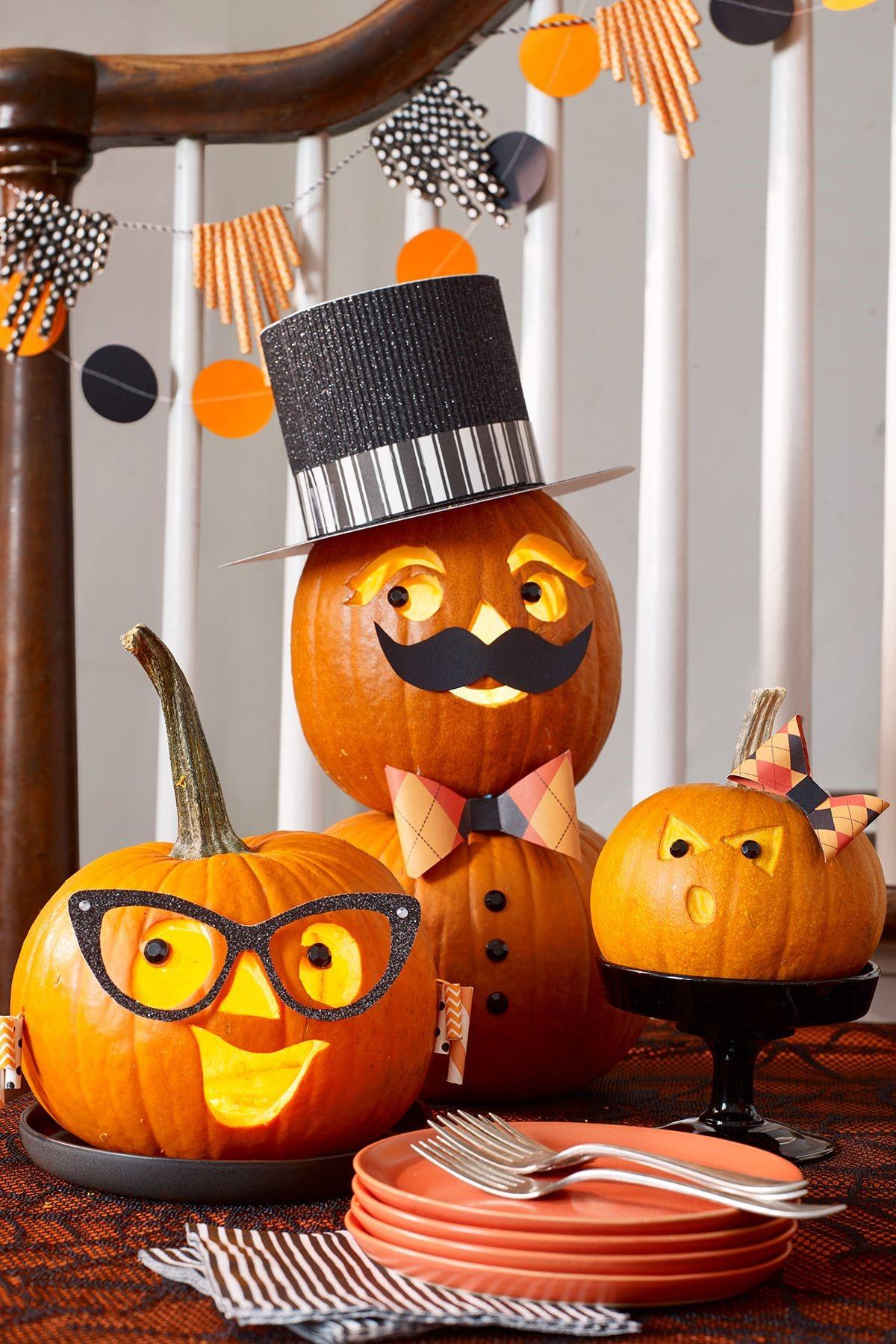 Décoration d'Halloween à fabriquer: vous pouvez faire tremper la citrouille jusqu'à 8 heures, mais une immersion trop longue peut en réalité insuffler trop d'humidité à la chair, la rendant ainsi plus vulnérable à la pourriture.