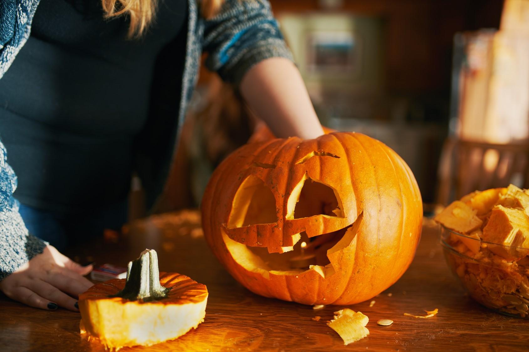 Il existe une autre tradition irlandaise d'Halloween que vous pouvez observer: le jack-o'-lantern.