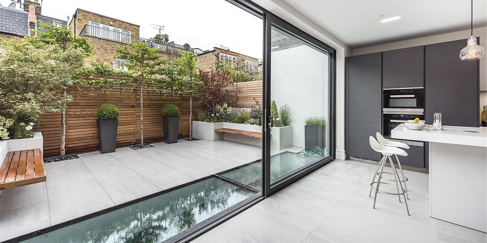 Une extension latérale peut convenir à condition de ne pas dépasser la hauteur de la propriété existante.