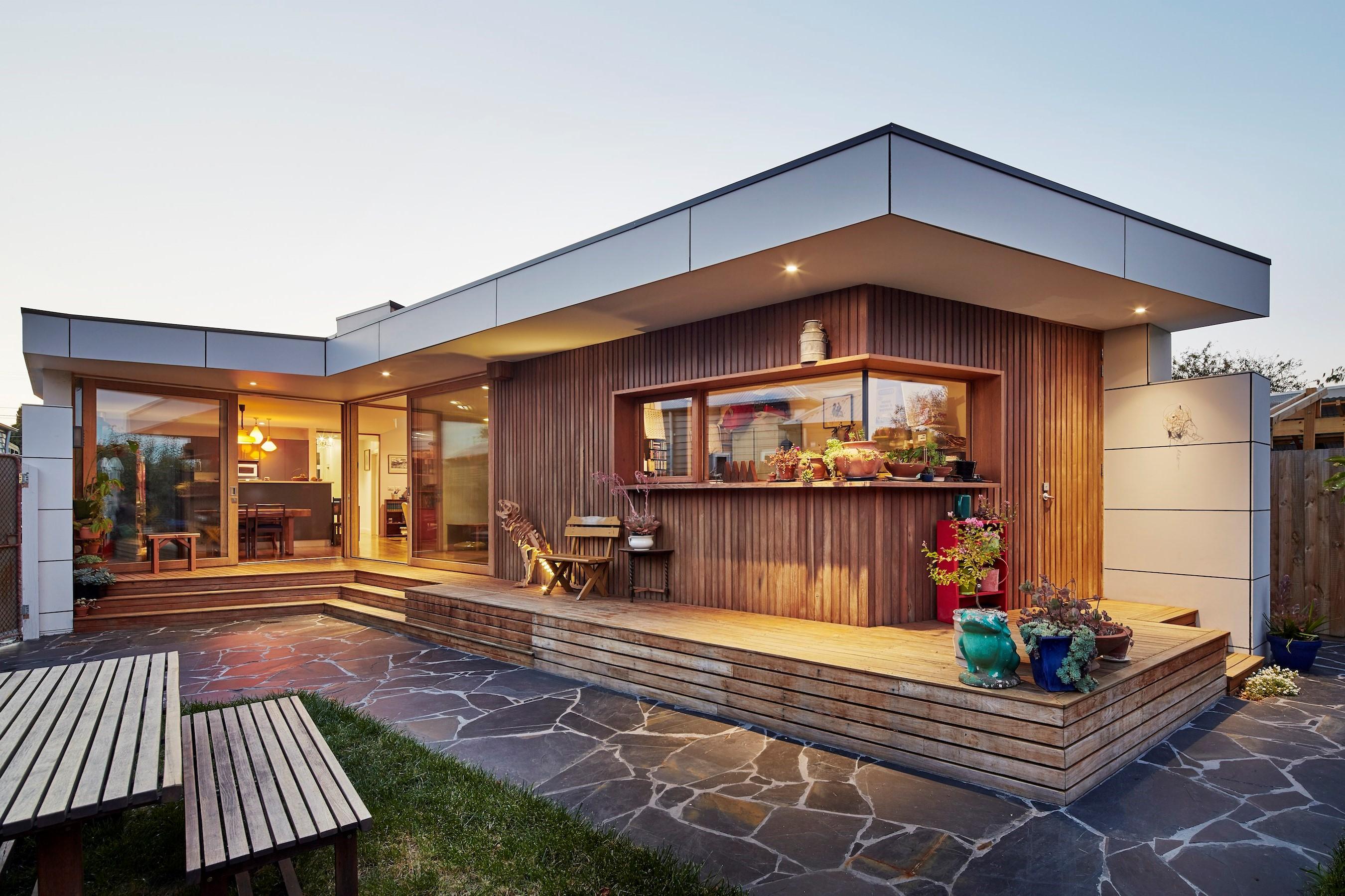 La superficie en metres carrés est plus élevée et la maison est encore plus fonctionnelle après l'extension.