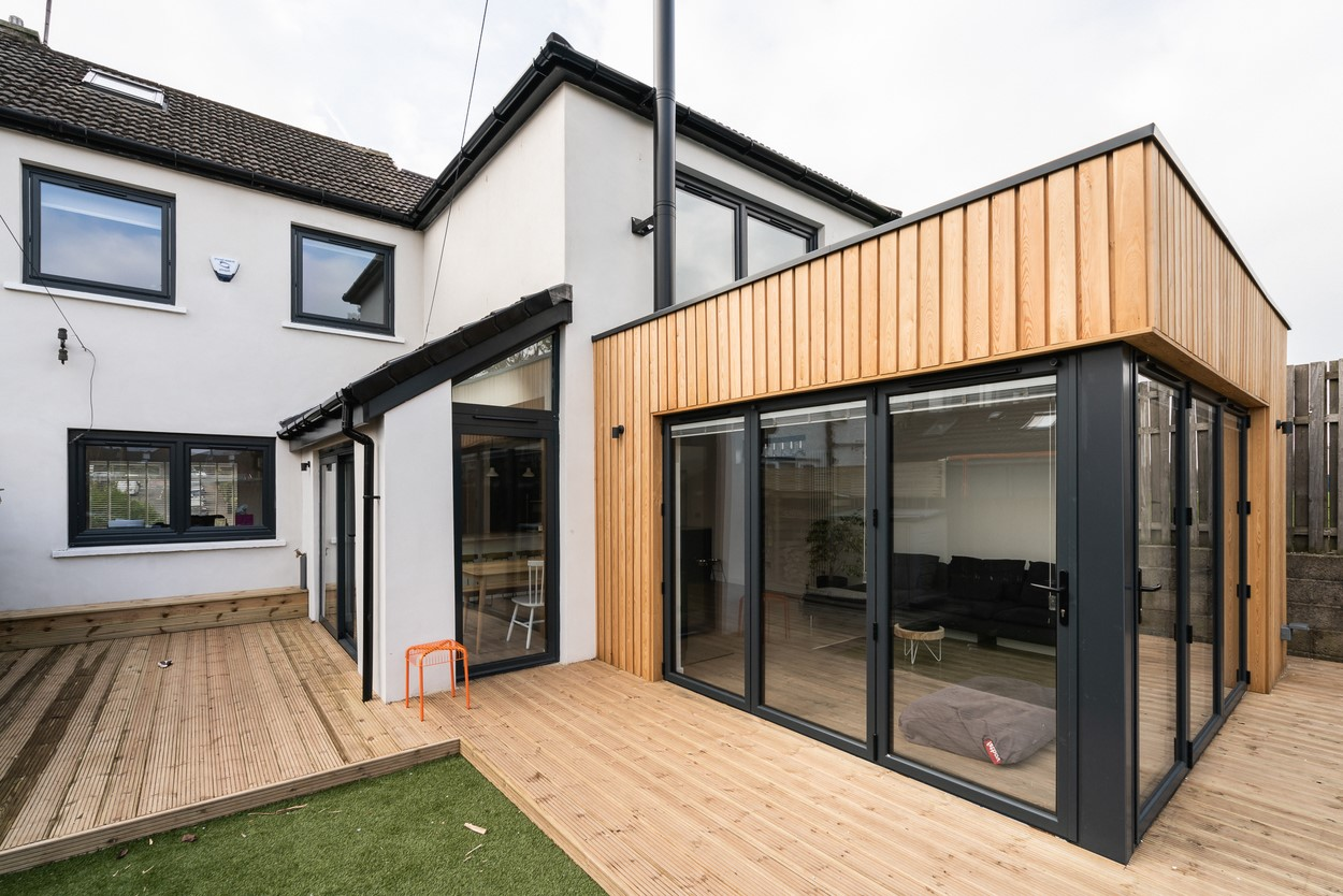 Il s'agit bien d'un bâtiment supplémentaire qui s'étend jusqu'à la même hauteur que le premier niveau de votre maison existante.