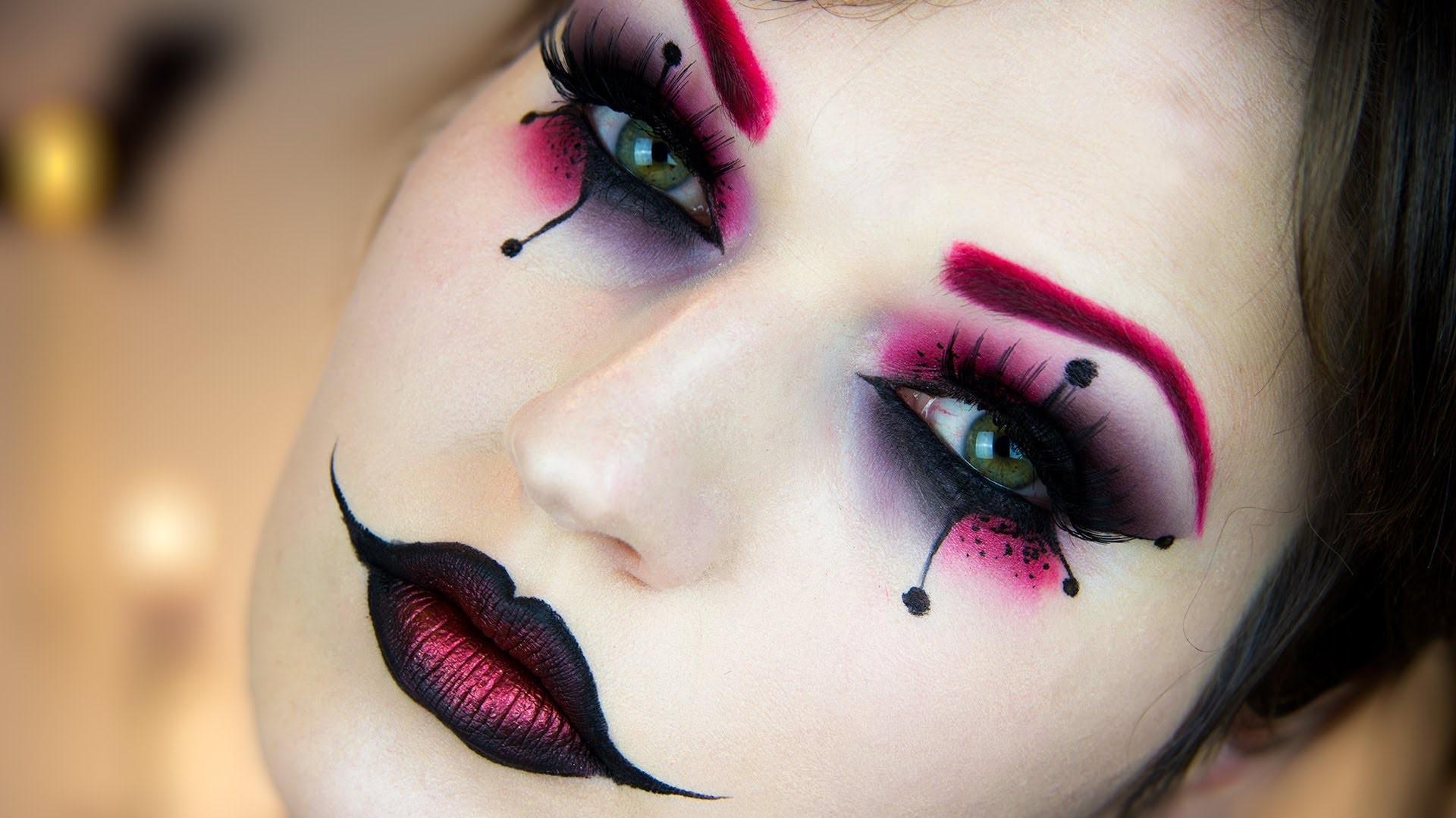 Maquillage d'Halloween pour les femmes - lèvres en forme de coeur.
