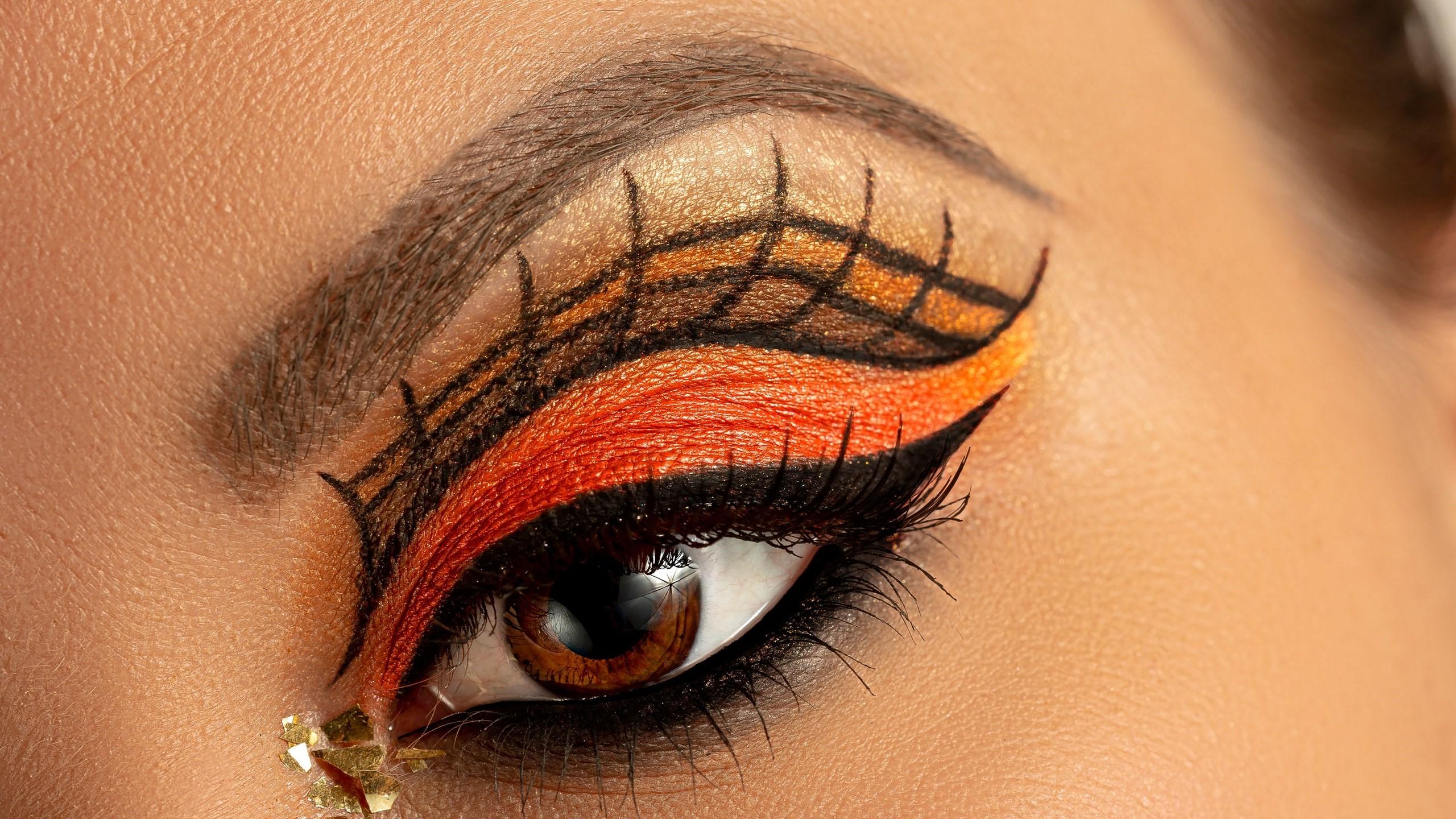 Vous trouverez dans les prochaines lignes quelques conseils sur le maquillage d'Halloween pour les femmes.