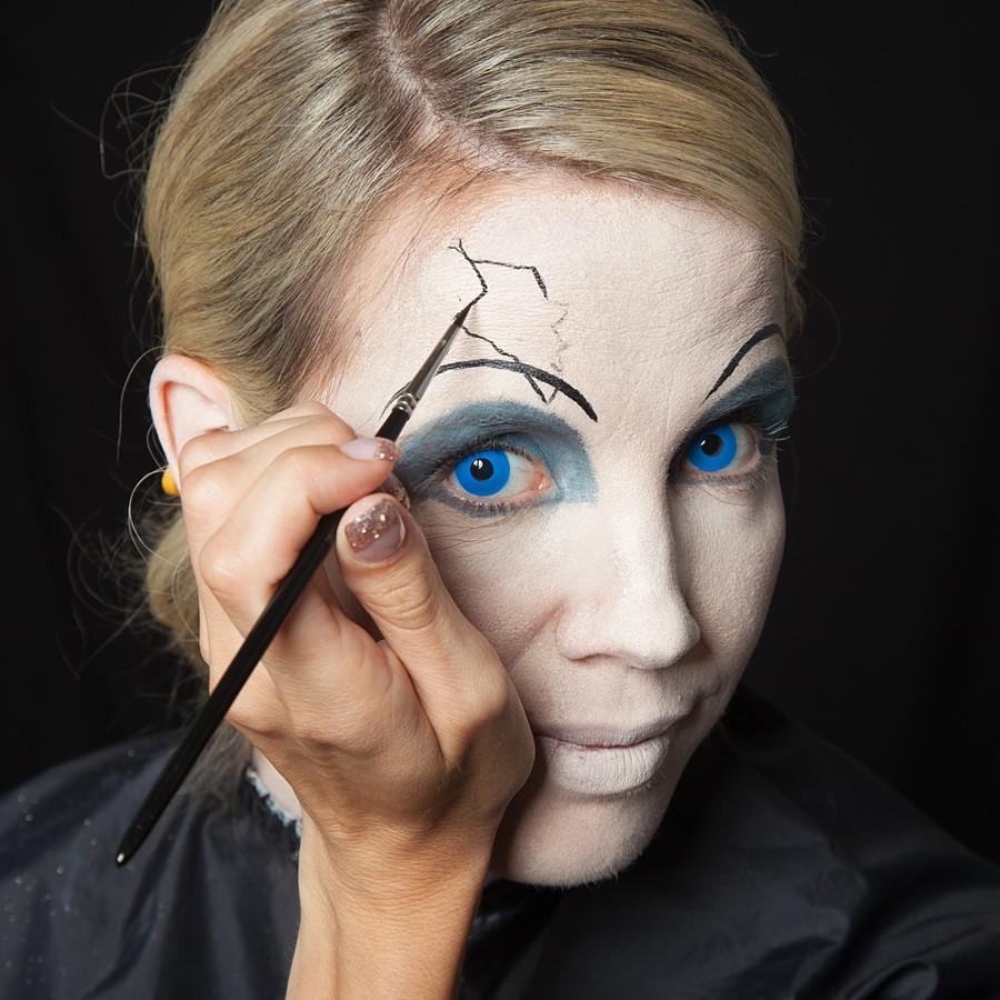 Ajoutez un crayon blanc au coin de votre œil.
