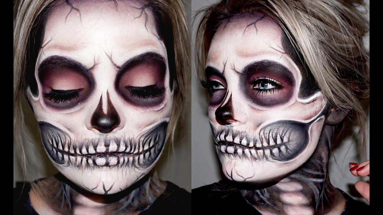 Tout d'abord: prenez de la peinture blanche pour le visage et un pinceau pour fond de teint plat.