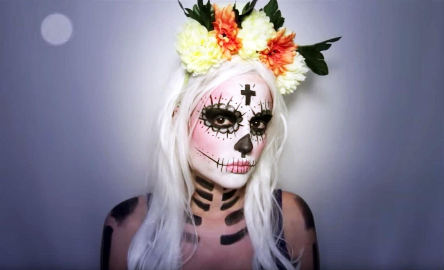 Elle apparaît aux côtés de nombreuses personnalités mexicaines.