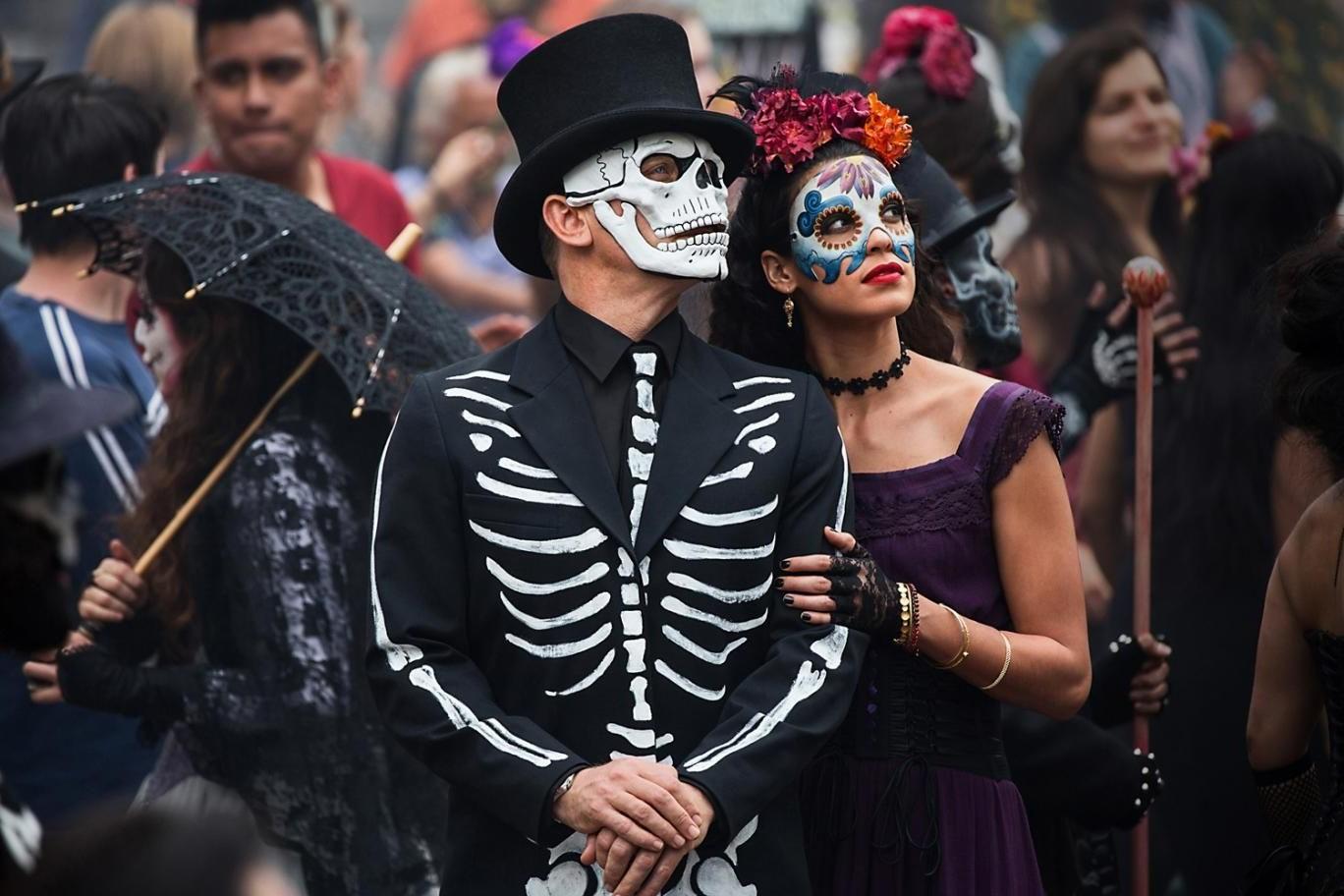 Maquillage pour les couples inspiré par le Dia de los Muertos.
