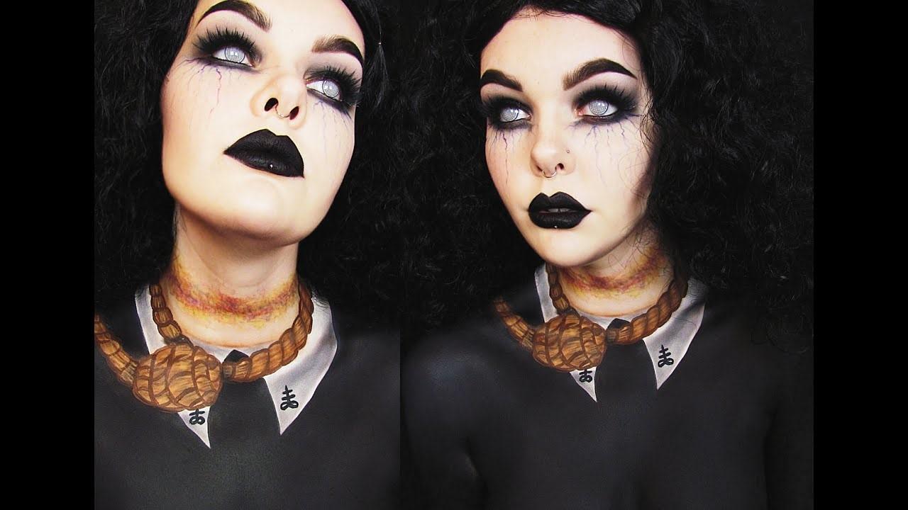 Ajoutez des lentilles de contact de couleur clair et vous obtiendrez le maquillage le plus effrayant qui soit.