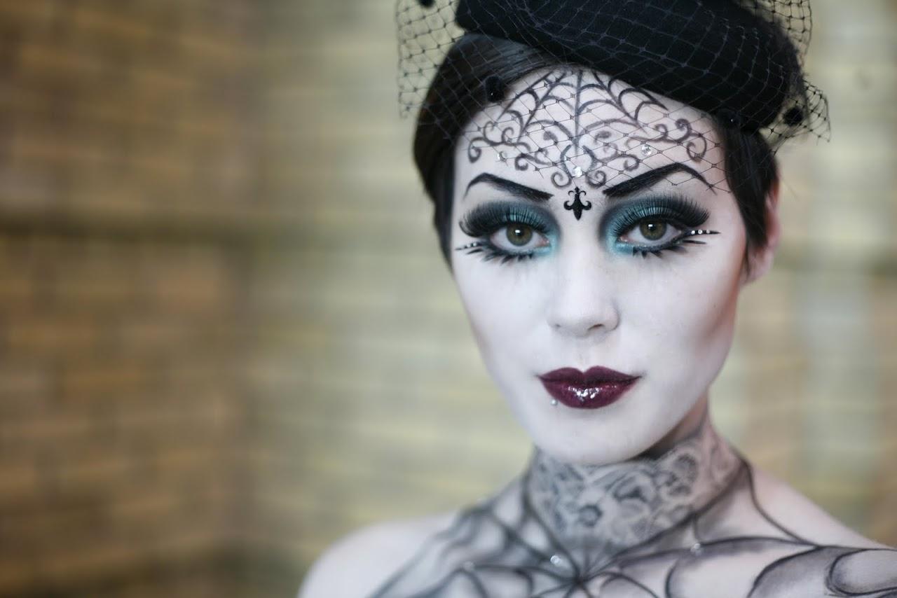 Remonter le temps avec ce maquillage de sorcière du passé