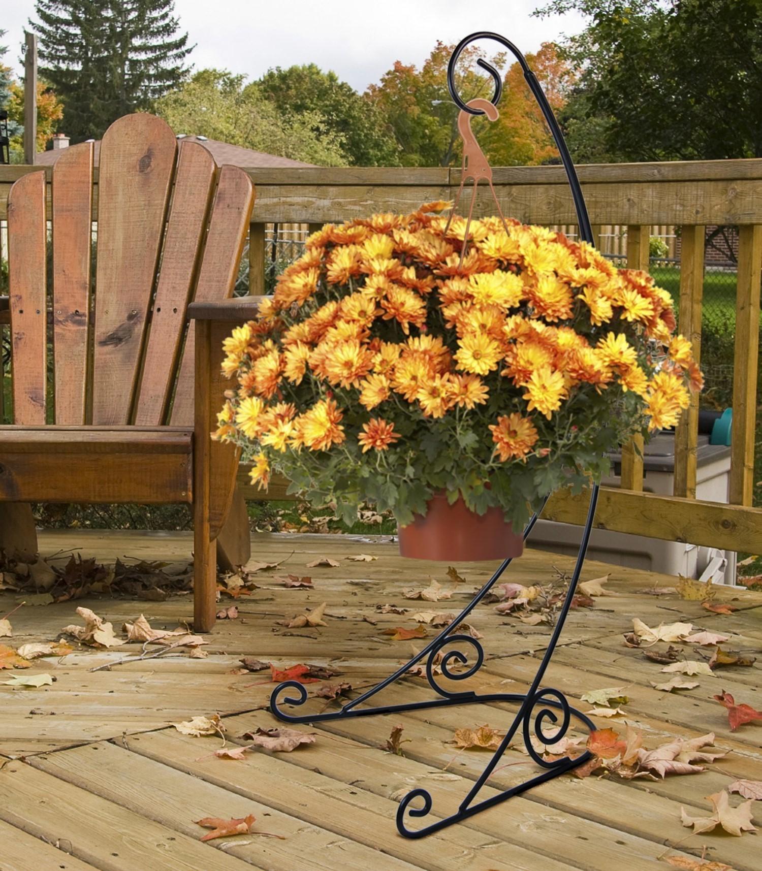 Ajoutez quelques plantes devant le porche.