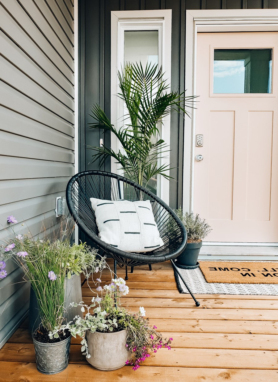 Les plantes d'intérieur occupent une position privilégiée par rapport à celles qui sont gardées à l'extérieur, mais il faut encore les soigner pendant l'hiver.