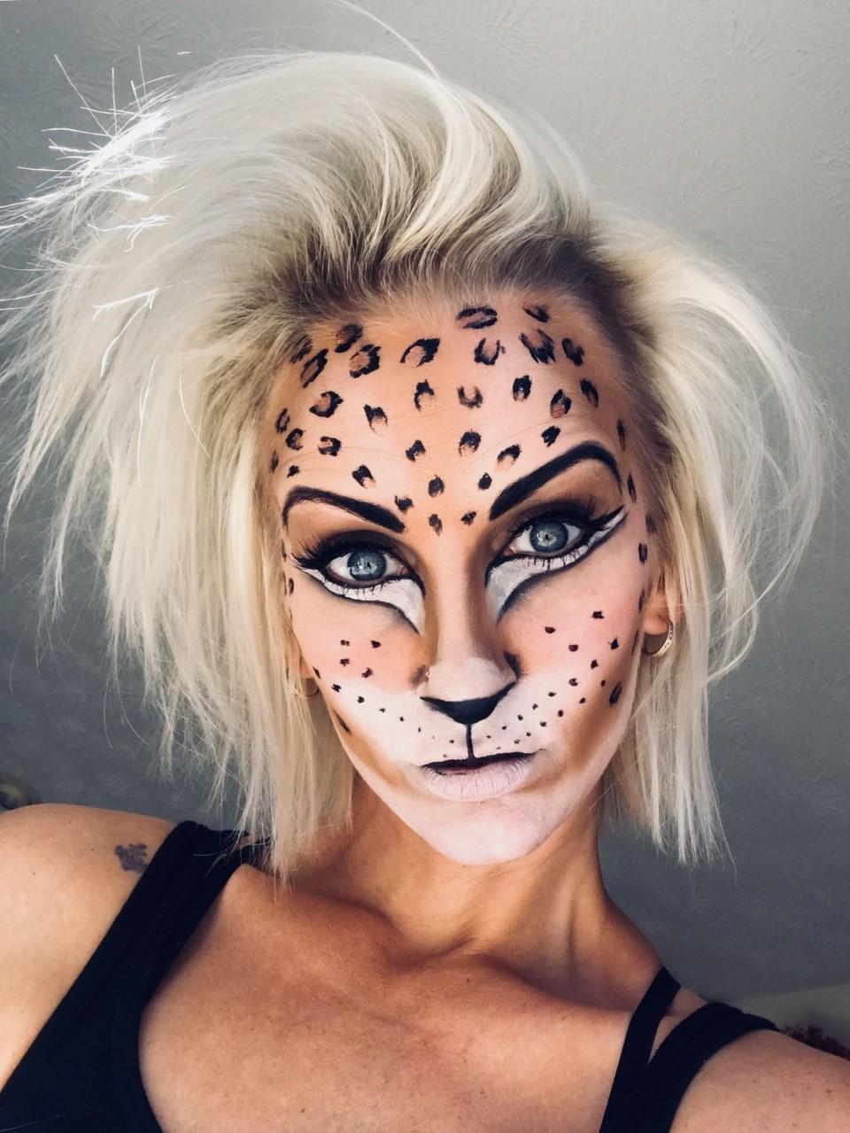Ceci vous pouvez créer facilement avec le maquillage que vous avez déjà!