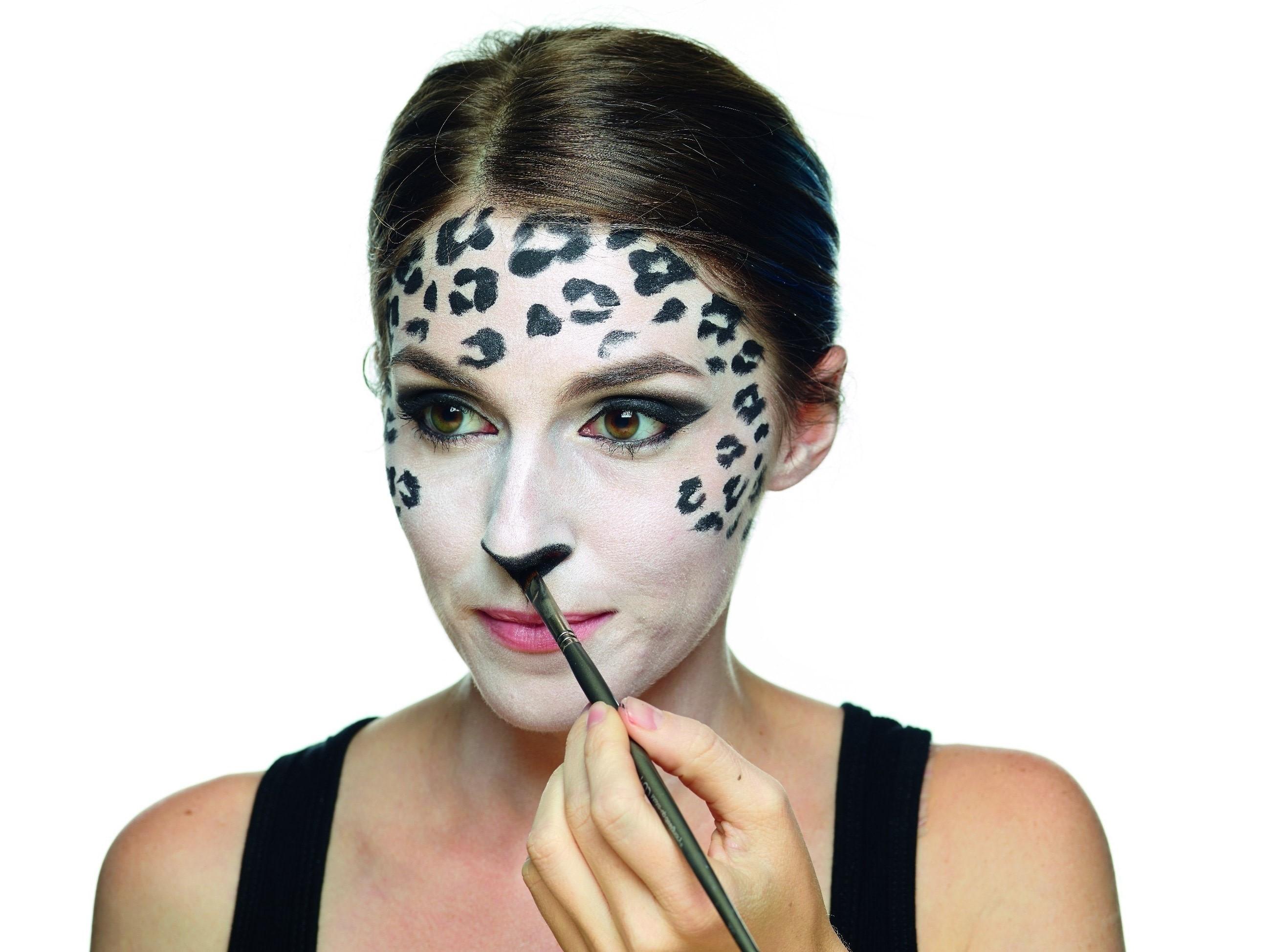 Тuto de maquillage d'Halloween léopard original.