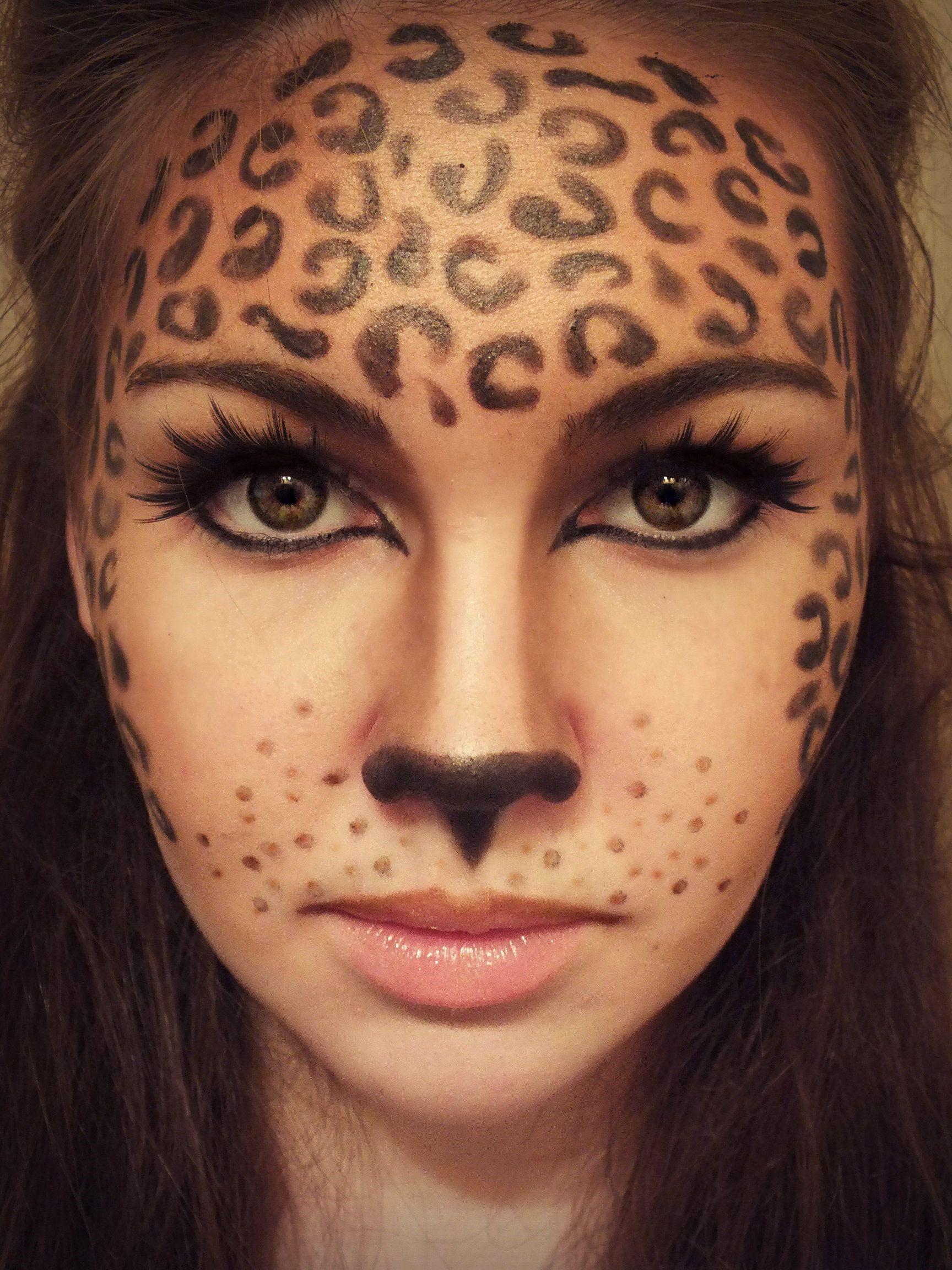 Nous adorons cette version féroce du maquillage léopard pour Halloween.