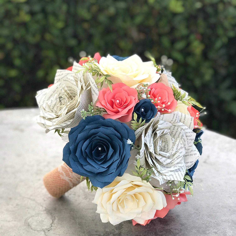 Premier anniversaire de mariage: magnifique bouquet de fleurs en papier.