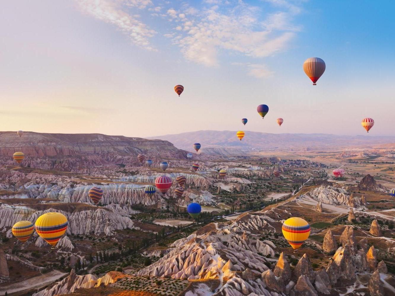 Planifiez un voyage en montgolfière pour votre premier anniversaire de mariage.