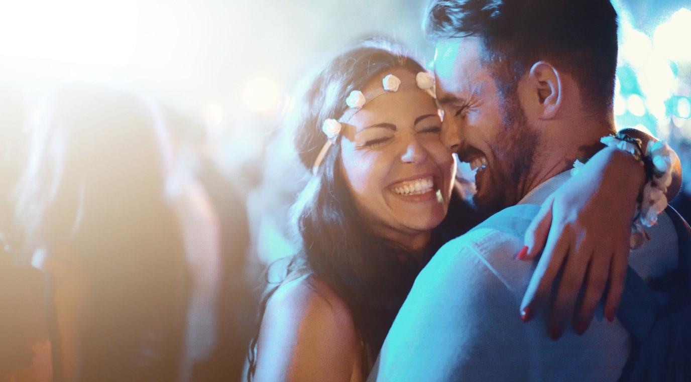 Célébrez votre premier anniversaire de mariage lors d'un concert.