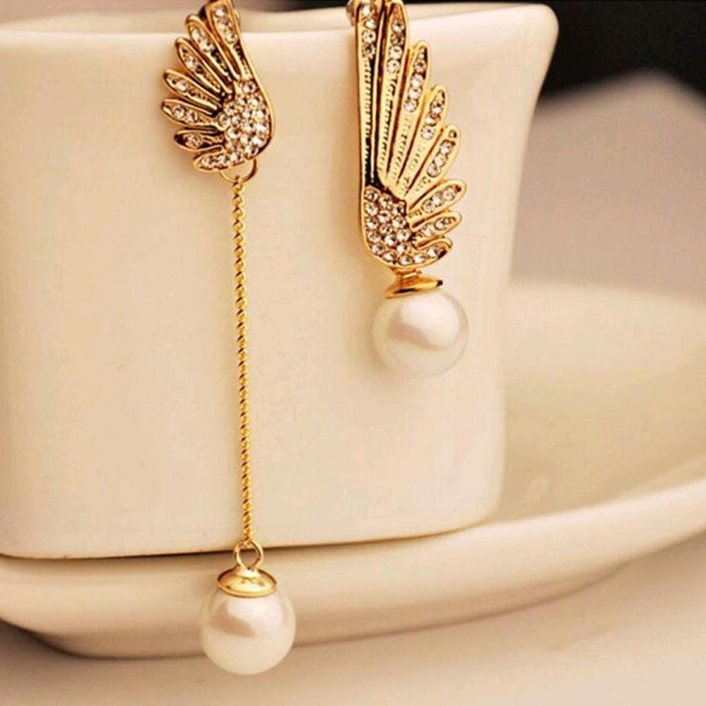 Les bijoux en or sont une excellente idée pour un premier anniversaire de mariage.