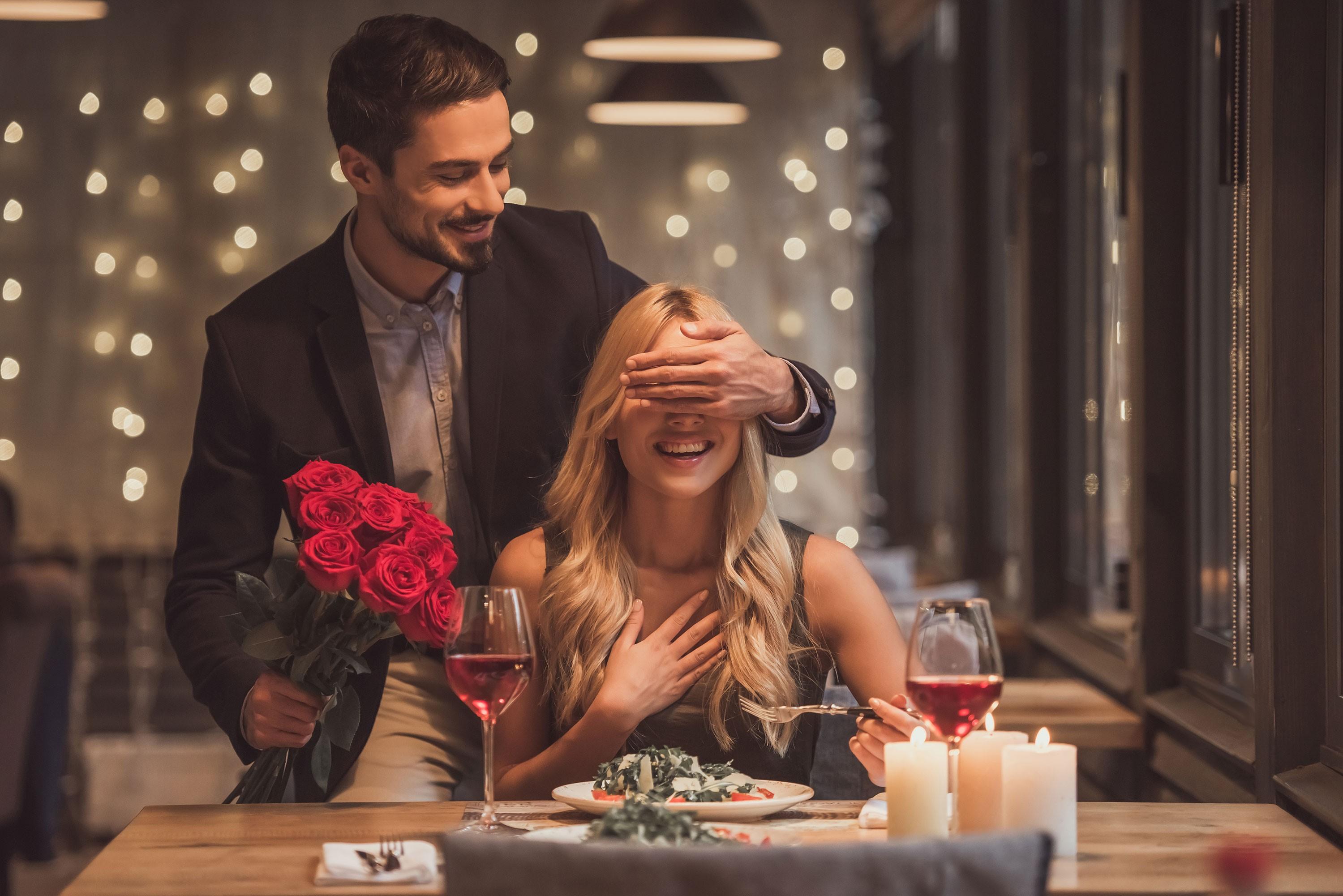 Planifiez un dîner romantique intime pour deux.