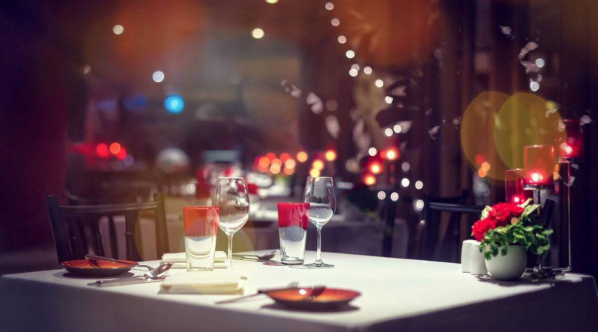 Si vous avez tous les deux partagé un repas spécial lors de votre première rencontre, recréez-le et souvenez-vous de ces jours romantiques.
