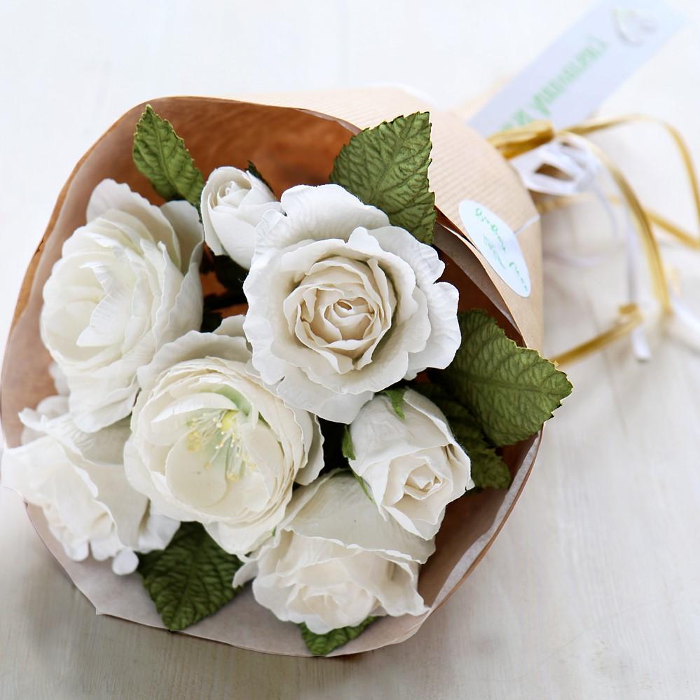 Choisissez les fleurs préférées de votre partenaire et offrez-lui un bouquet.